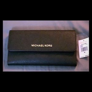 NWT Michael Kors Jet Set Travel Wallet MAKE OFFER
